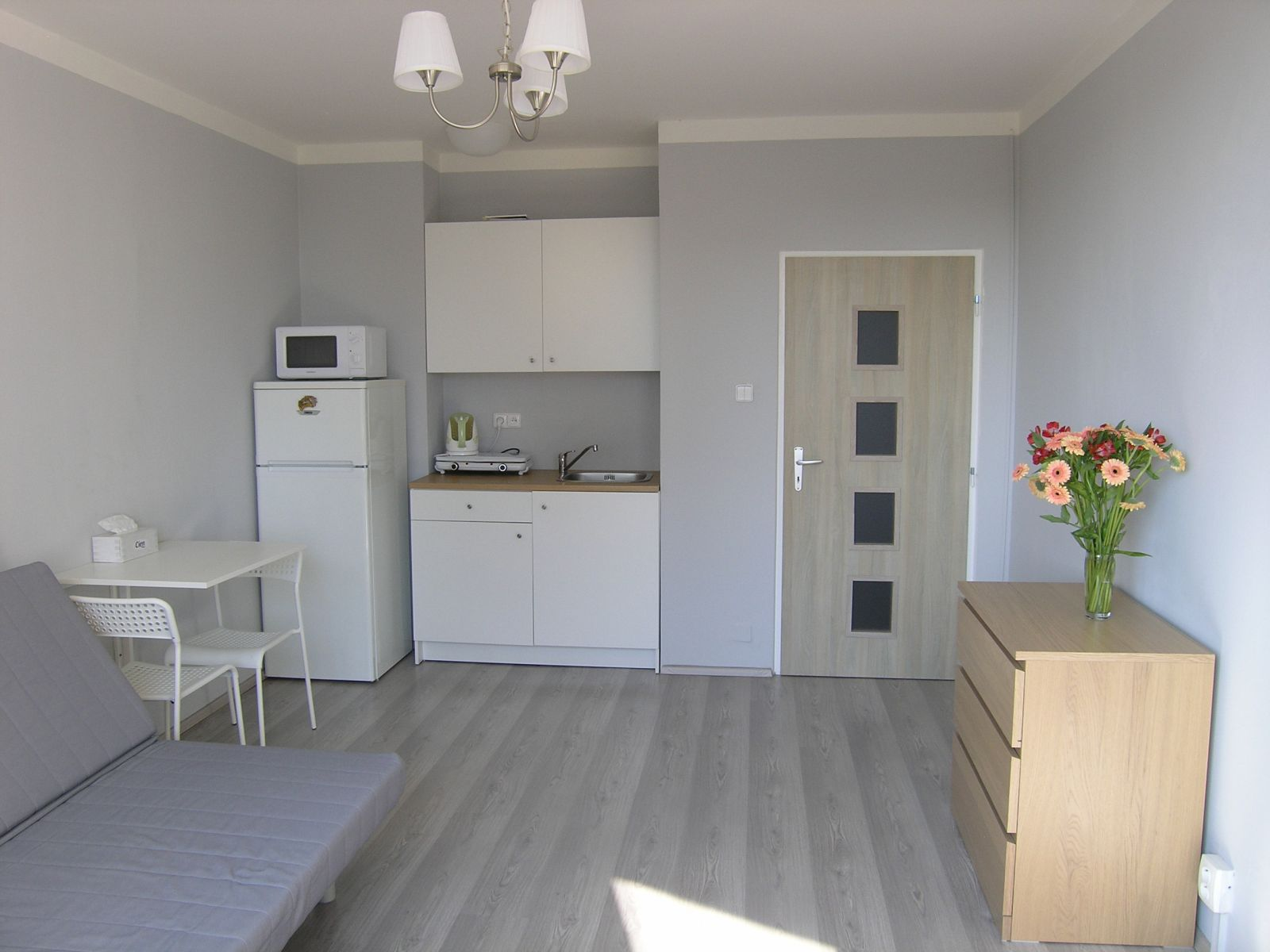 Pronájem zařízeného bytu 1+kk se sklepem, ul. Střížkovská, Praha 9 - Střížkov