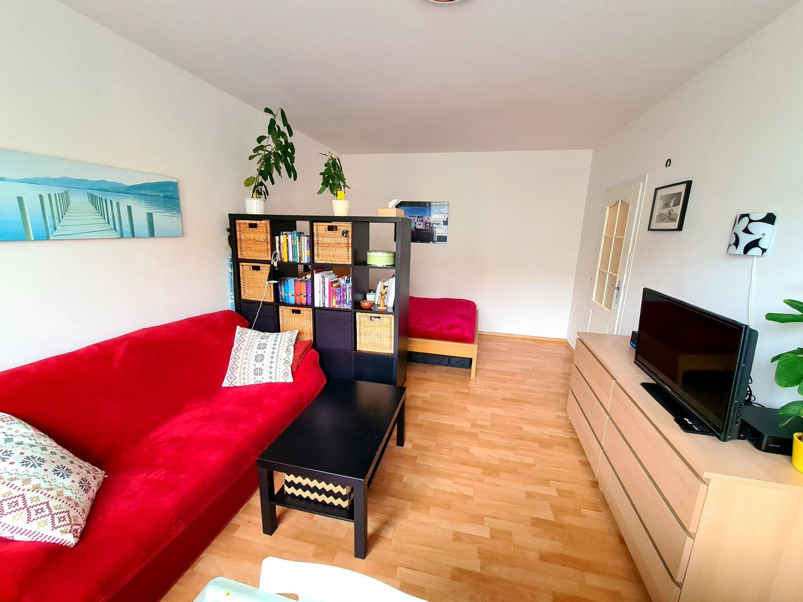 Pronájem   prostorného bytu 1+kk s oddělenou kuchyní, sklep, ul. Brodského, Praha 4 - Chodov