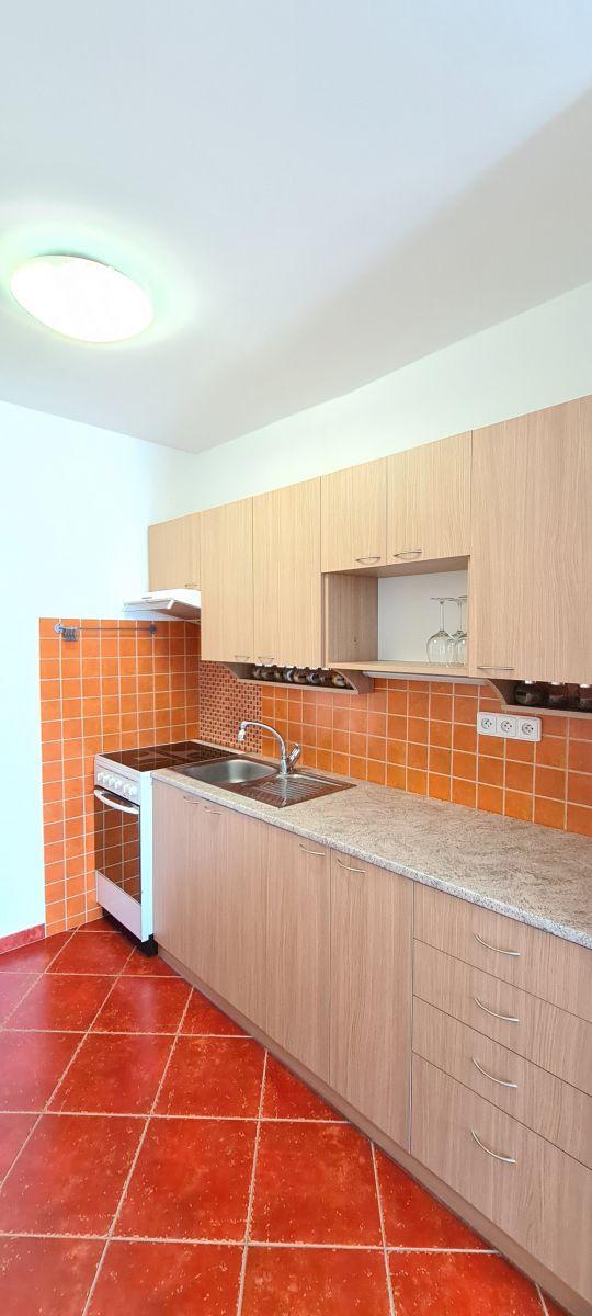 Prodej zrekonstruovaného bytu 2+kk s lodžií a sklepem, ul. Sportovní, Mělník