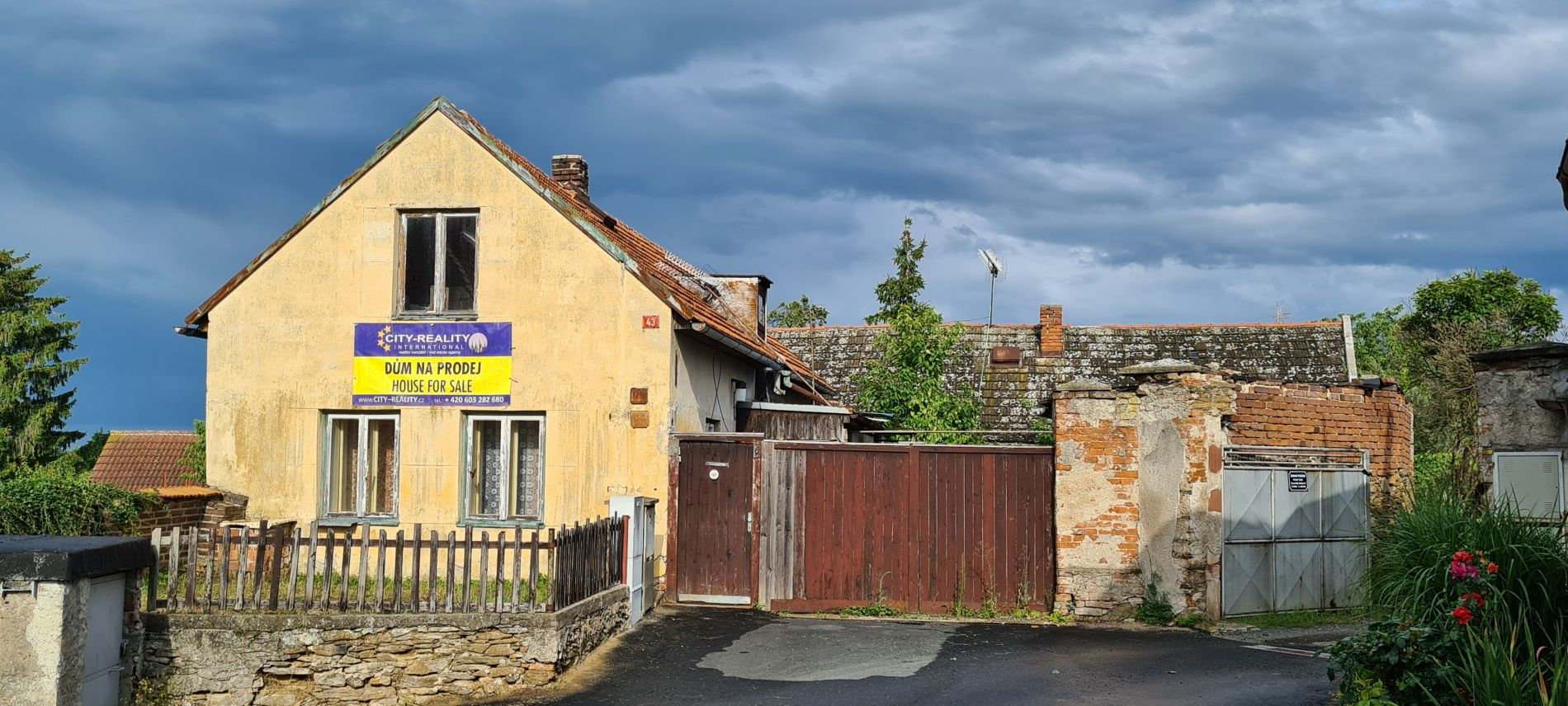 Prodej rodinného domu 2x2+1 s velkým pozemkem, ul. Bendova, Červené Pečky