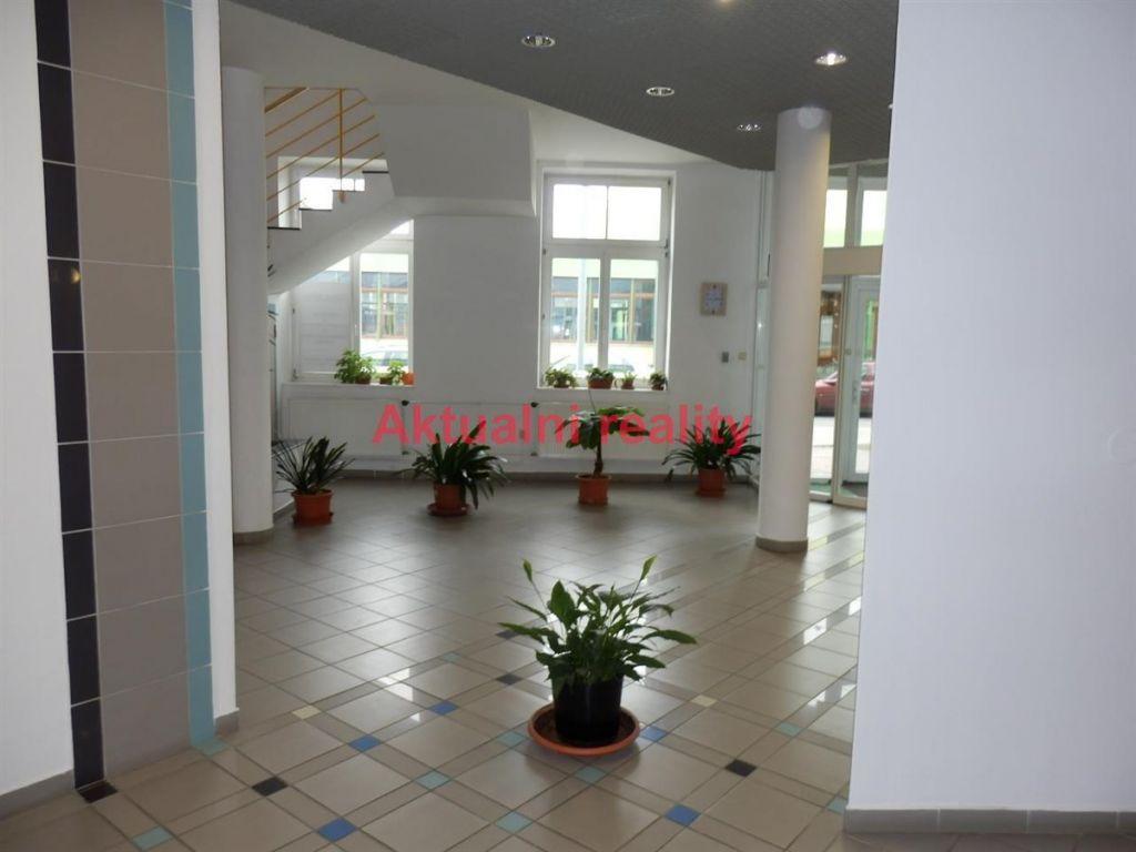 Pronájem kanceláře 125,8 m2 v administrativní budově nedaleko centra, České Budějovice.